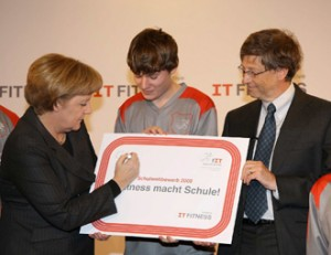 CSR-Kampagne-Microsoft-IT-Fitness-mit-Angela-Merkel-und Bill-Gates