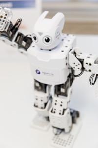 Inspiration-Jam-Zukunt-der-Kommunikation-Veranstaltung-Fink-und-Fuchs-Roboter-Humanoid