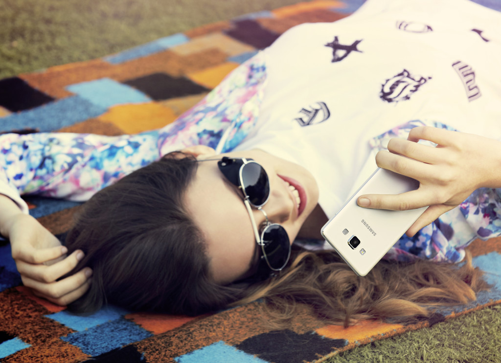 Zukunft der Kommunikation-Samsung_GALAXY_A3_A5_Lifestyle_(3)