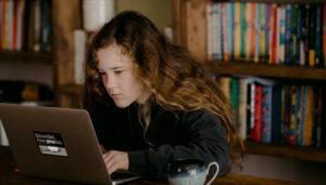 Weltkindertag Kindheit nicht Digital genug Homeschooling Fink & Fuchs
